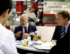 漫猫领导与百变咖啡品牌ARC总裁谈判