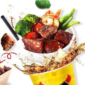牛排杯,属于一种把牛排和饮品融合在一起的吃法,上面一层是各种美味的牛排、海鲜,或者是小吃,下面一层的是清凉爽口的解渴饮品,如此两类相结合的吃法,让牛排杯的出现成为了许多人朋友圈里风靡正盛的美食晒图。